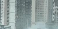 延安高架两车相撞一车侧翻起火无人伤亡 - 新浪上海